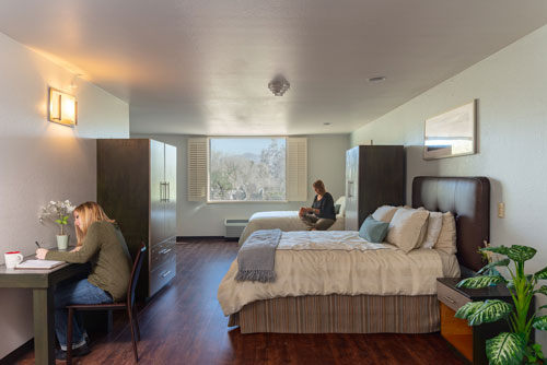 lovely bedroom with two female clients - Cottonwood Tucson residential treatment center for addiction and behavioral health