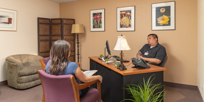 client talking to staff in office - Cottonwood Tucson behavioral health and addiction treatment